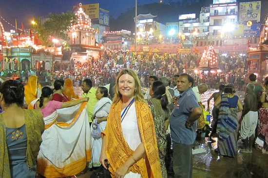 photograph of Mariellen at the aarti in Haridwar during the Kumbh Mela, APril 2010