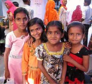Photograph of girls in the old city market, Sawai Madhopur, near Ranthambhore, Rajasthan, India