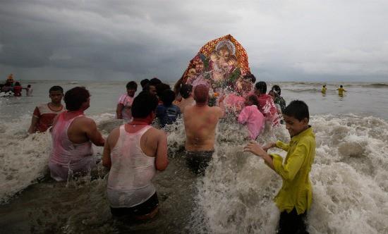 Photograph of Ganesh Chaturthi in Mumbai, India from Boston.com