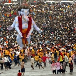 Photograph of Ganesh Chaturthi in Mumbai, India from DiggMumbai.com