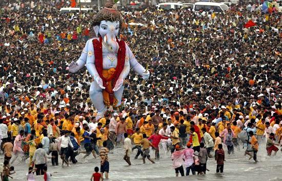 Photograph of Ganesh Chaturthi in Mumbai, India from DiggMumbai.com