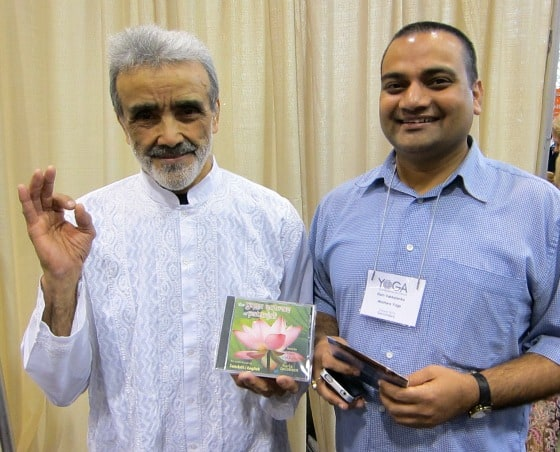 Yoga teacher Dharma Mittra and sita player Ram Vakkalanka