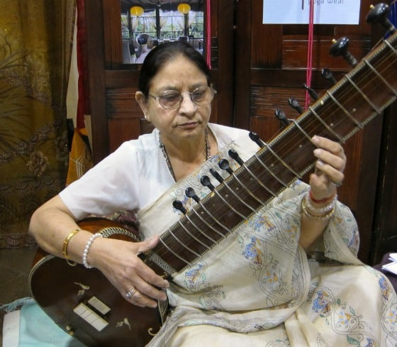 Sitar player teacher Lata Swarn at Yoga Conference Toronto