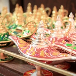 Flying Emirates to India: Arabian lamps in Dubai airport