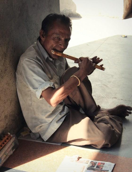 Street musician in Janpath, Delhi, India