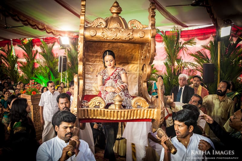Bride carried on a palanquin by Kerala Wedding Photographer Katha Images