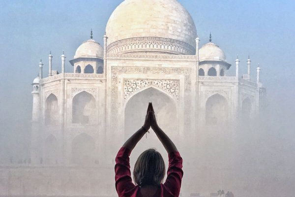 Mariellen Ward at Taj Mahal, India