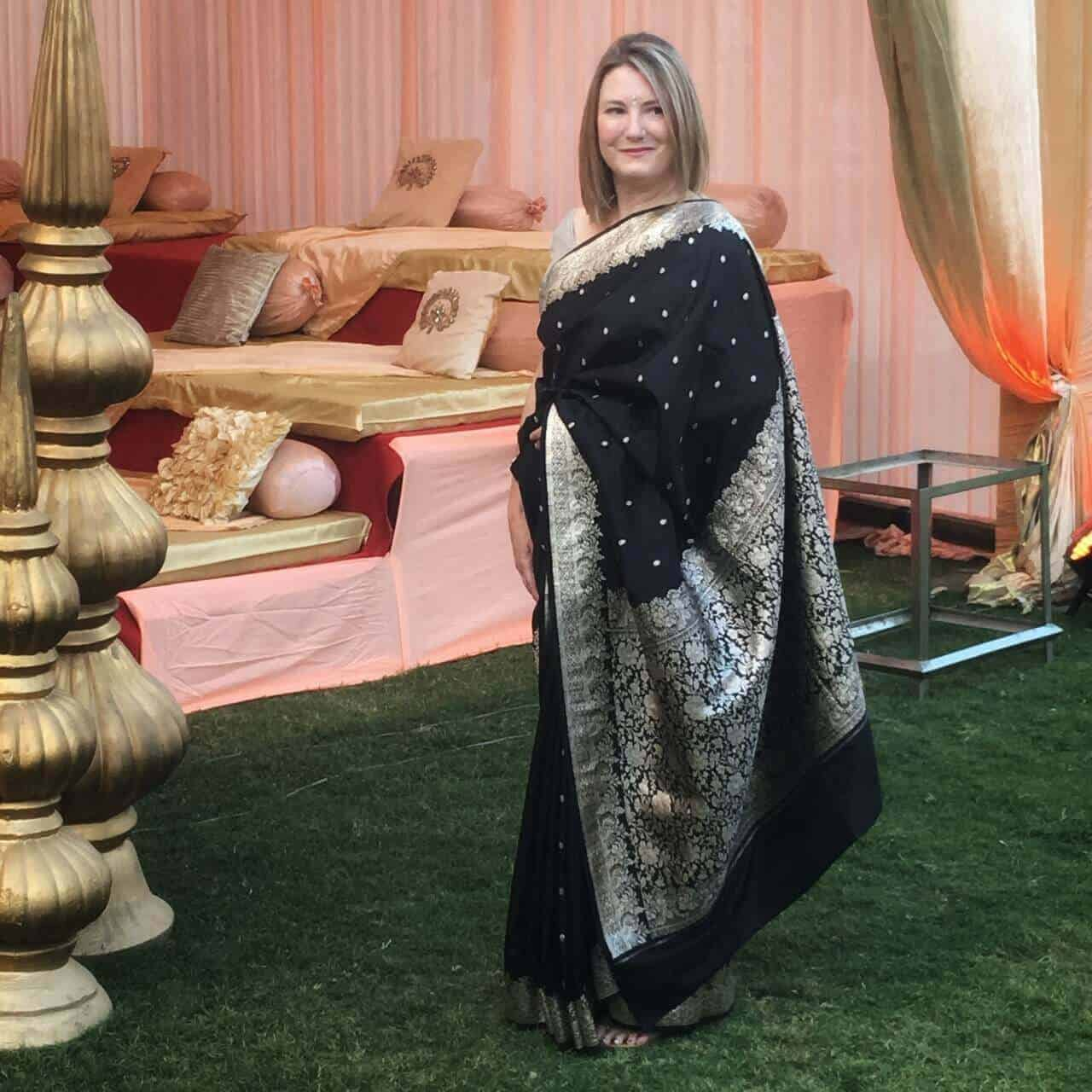 Wearing an sari to a wedding in India