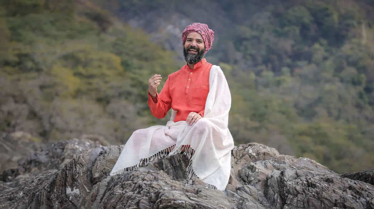 Yoga teacher Yogrishi Vishvketu in India