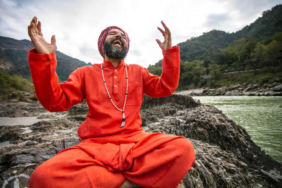 Yoga teacher Yogrishi Vishvketu in India