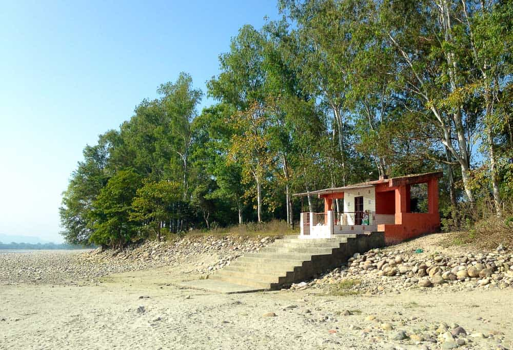 a small temple on the banks of Ganga River