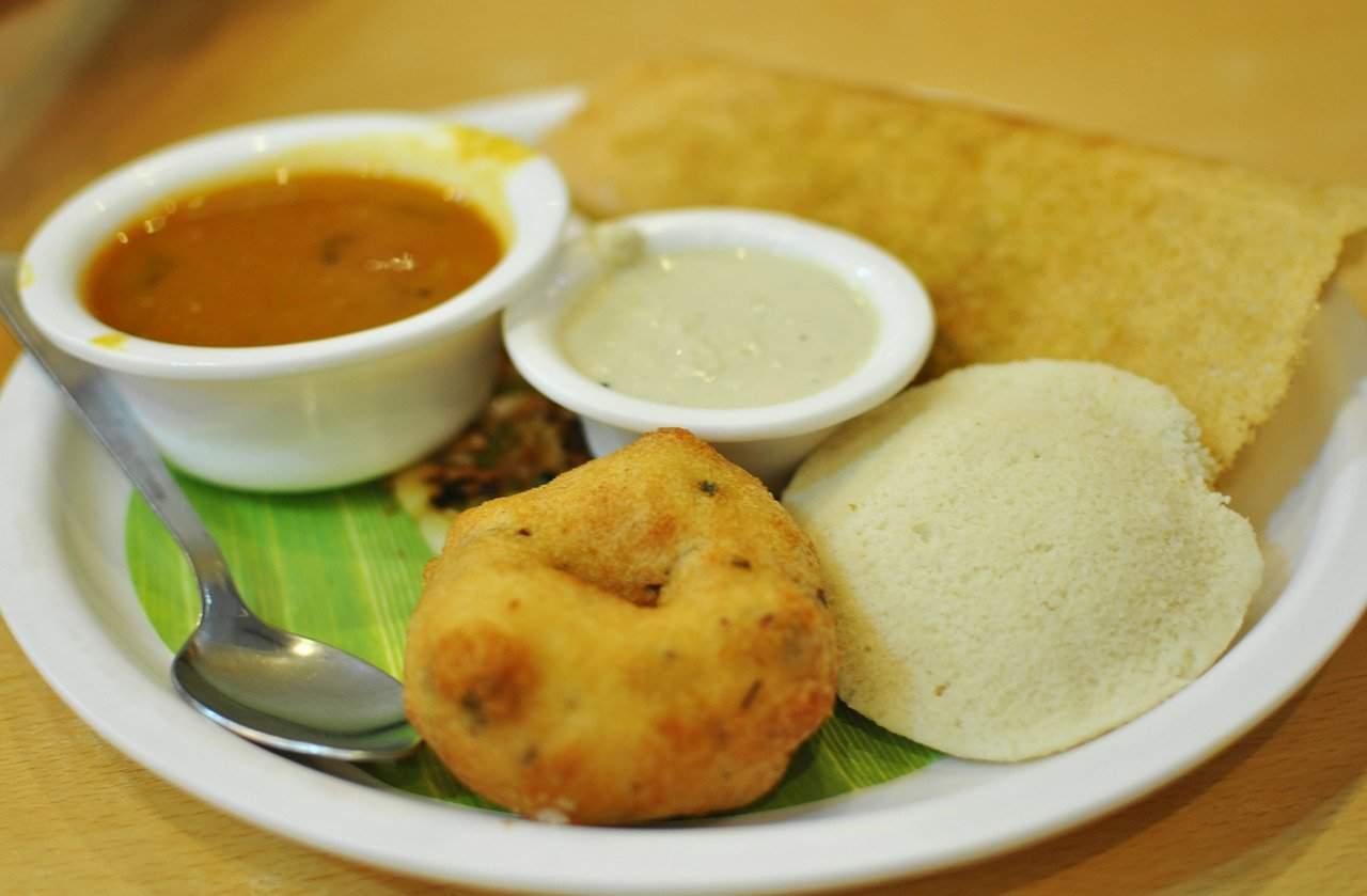 idli and vada are street foods in Mumbai