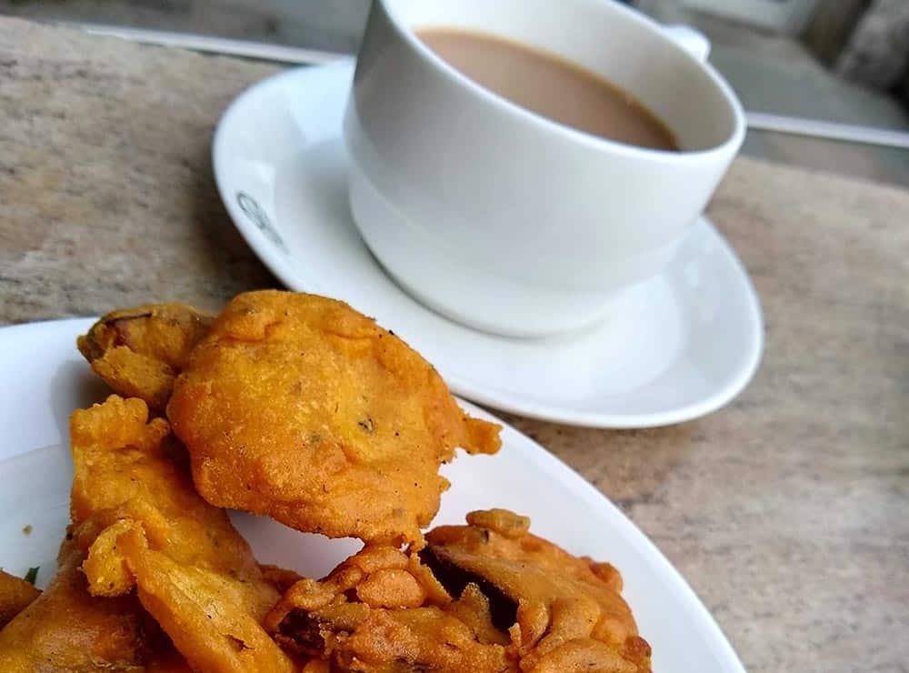 Chai pakora, snack in Delhi in monsoon